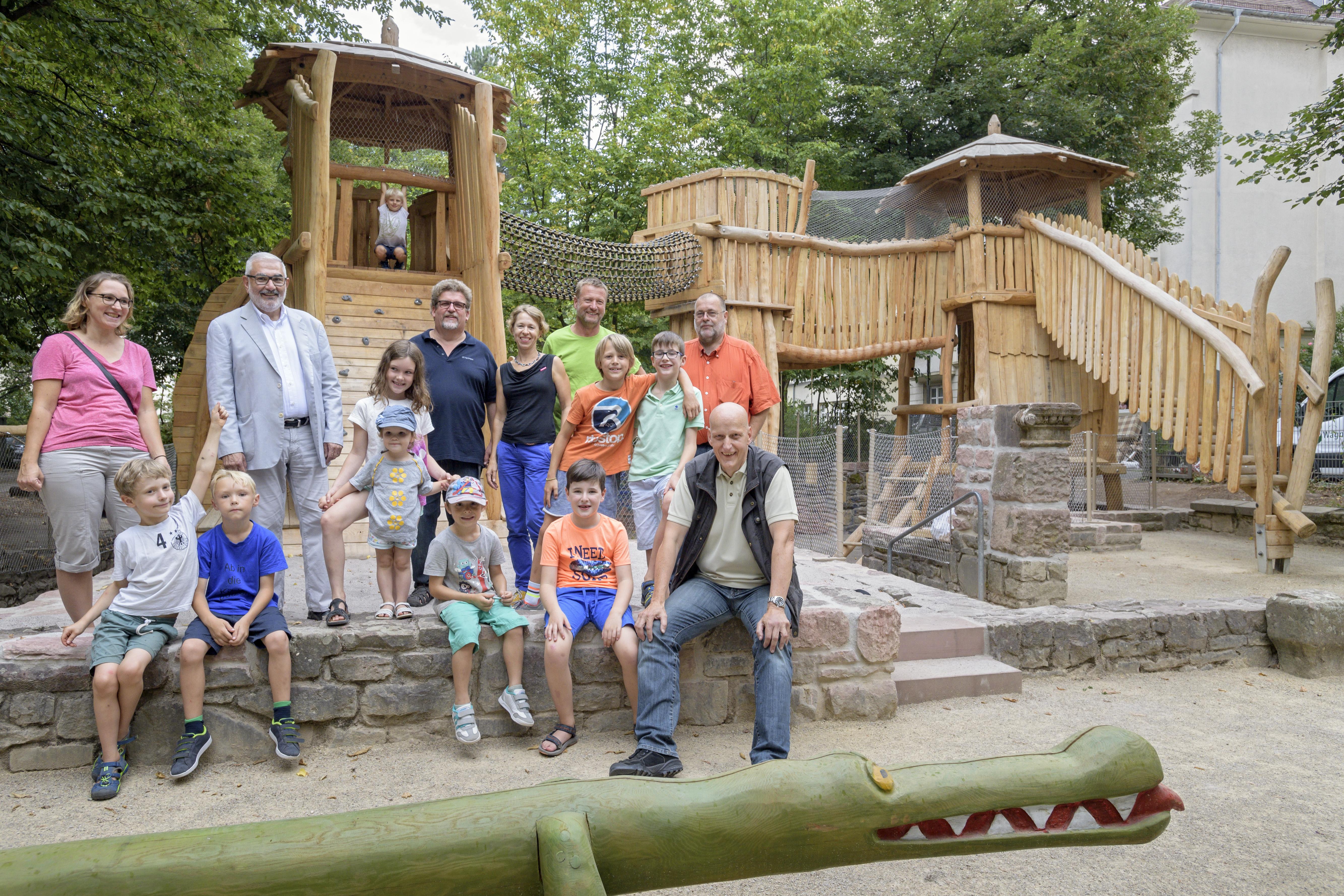Klettergerüst Spielplatz : Dante spielplatz bekommt tolles klettergerüst